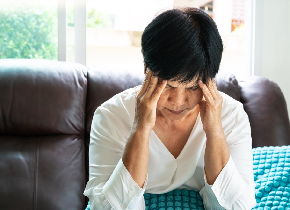 older woman looking sad and confused, early alzheimer's symptoms