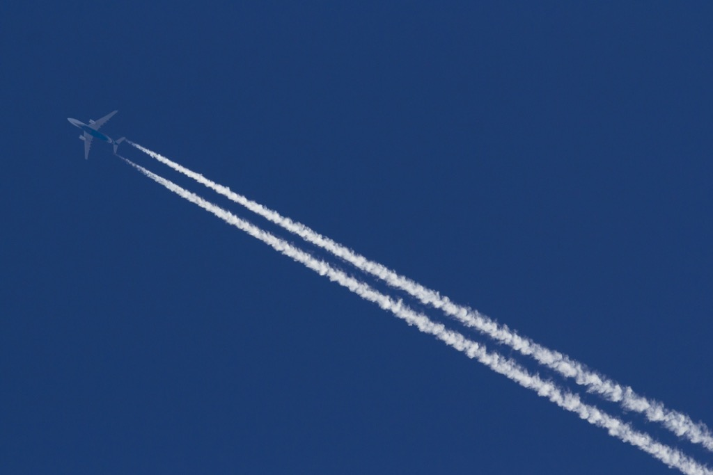 airplane contrails flying facts