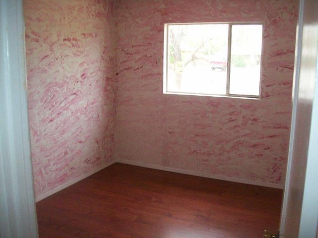 Rag-Rolled Walls Worst Interior Design Trends