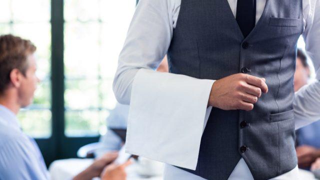waiter walking away restaurant etiquette
