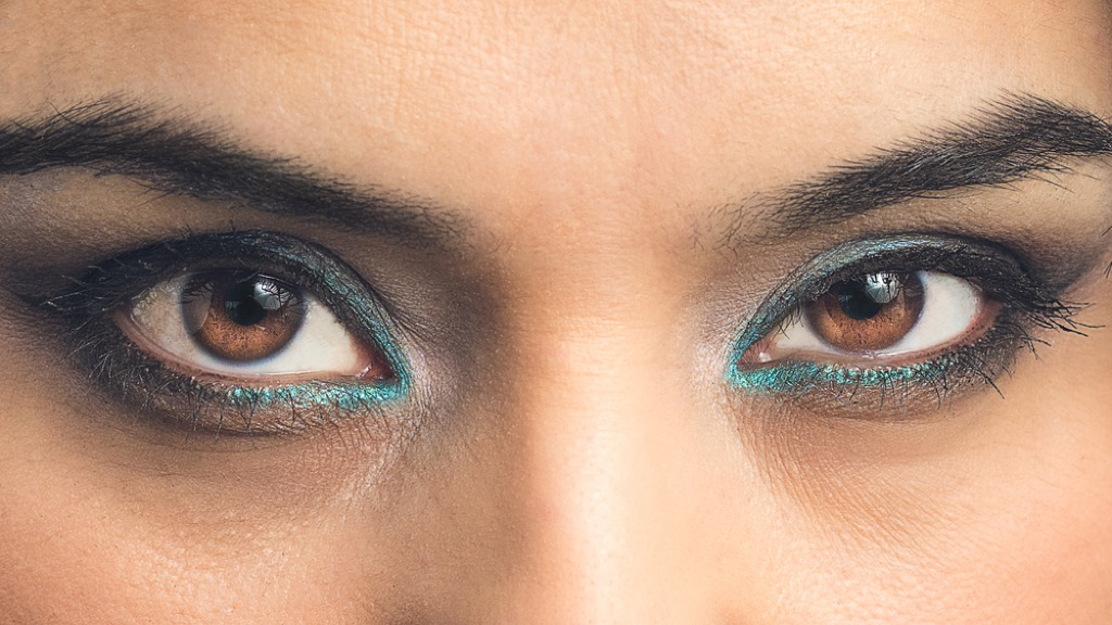 bold eyeliner makeup mistakes