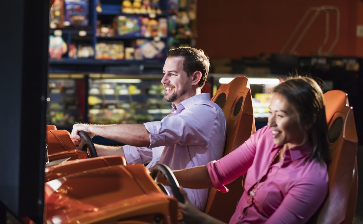 couple play driving came at arcade