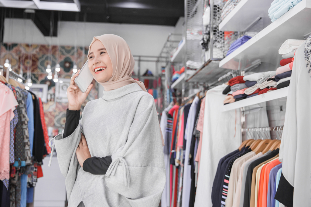 Woman Talking on Phone in Store Worst Things to Say to a Cashier