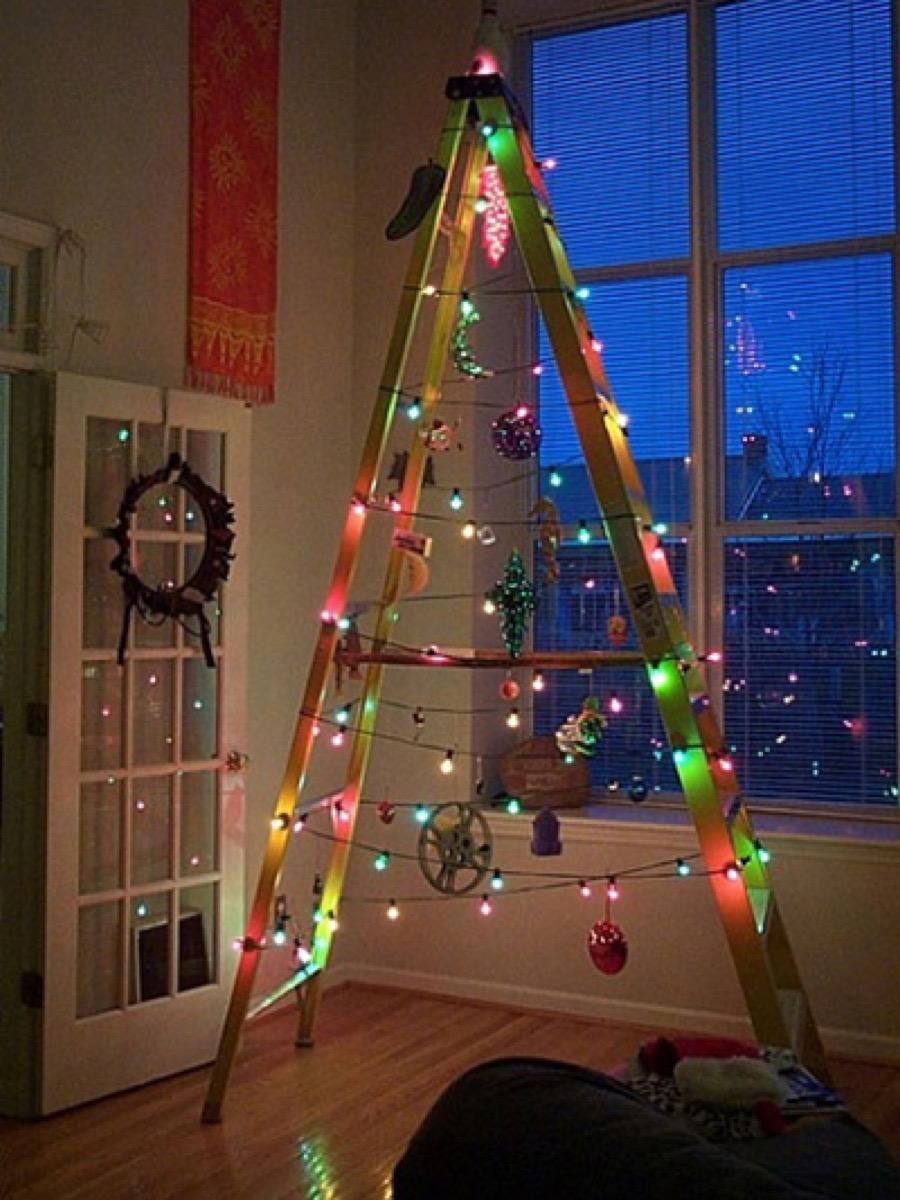 Ladder Christmas Tree {Christmas Tree Alternatives}