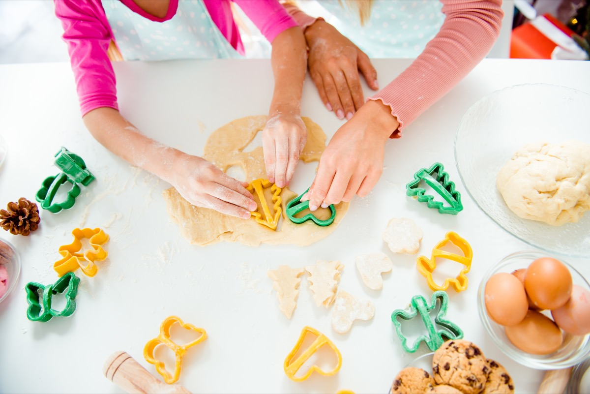 making cookies holiday help