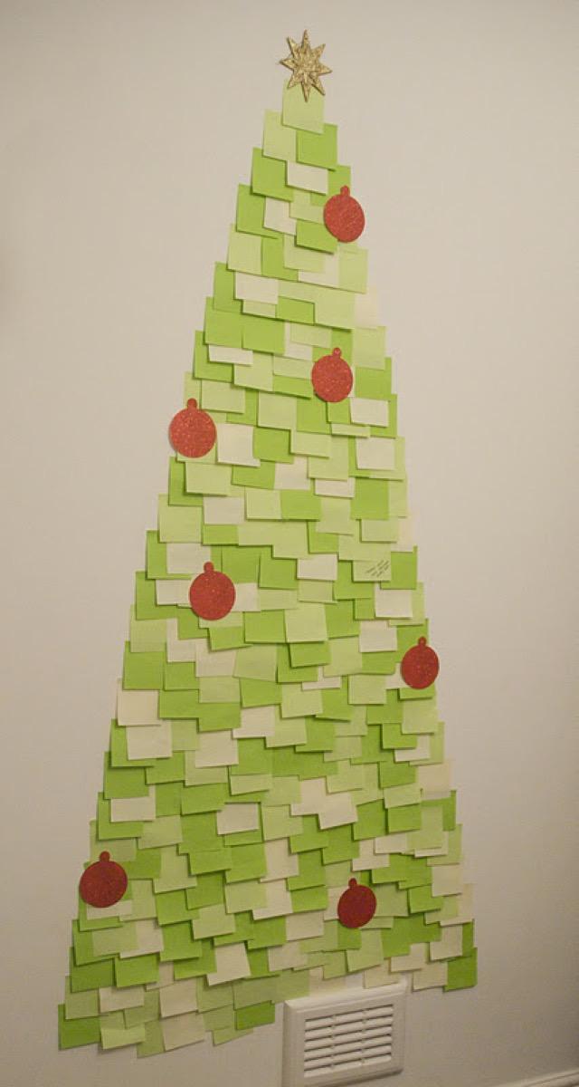 Post-It Note Christmas Tree {Christmas Tree Alternatives}