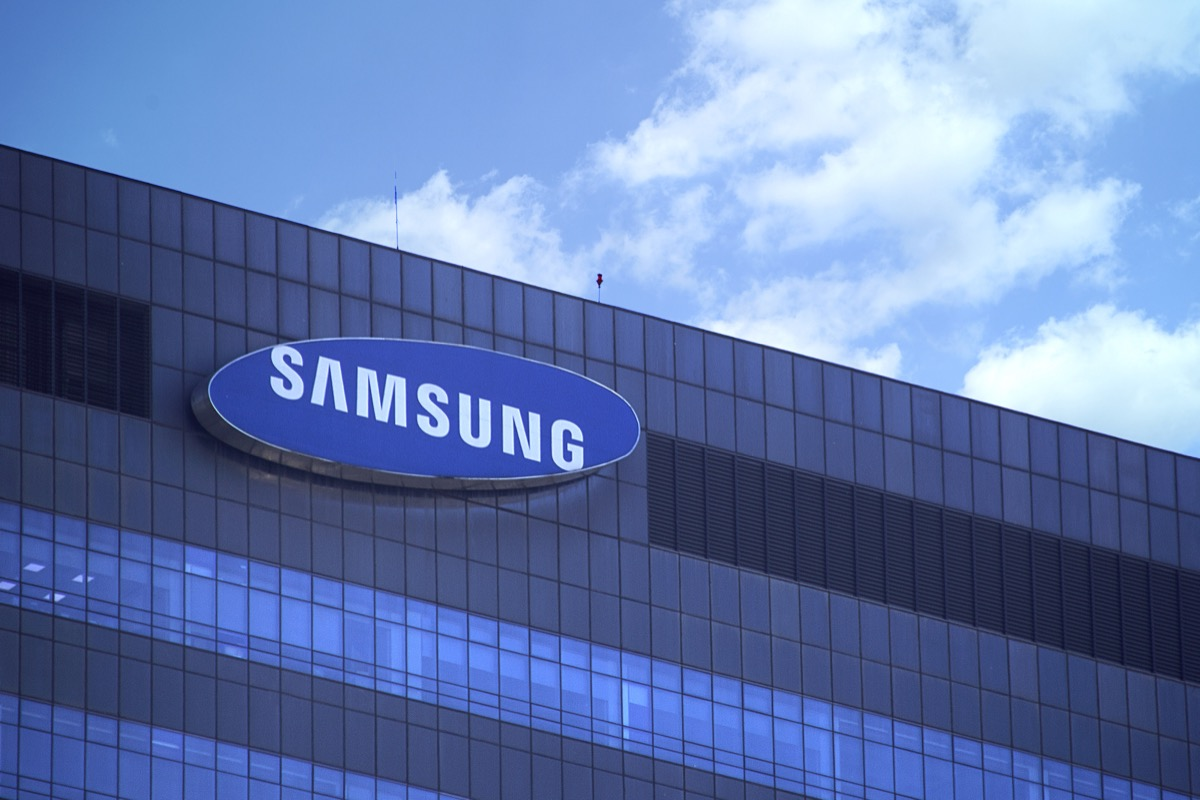 A Samsung Store {Discounts For Old Items}