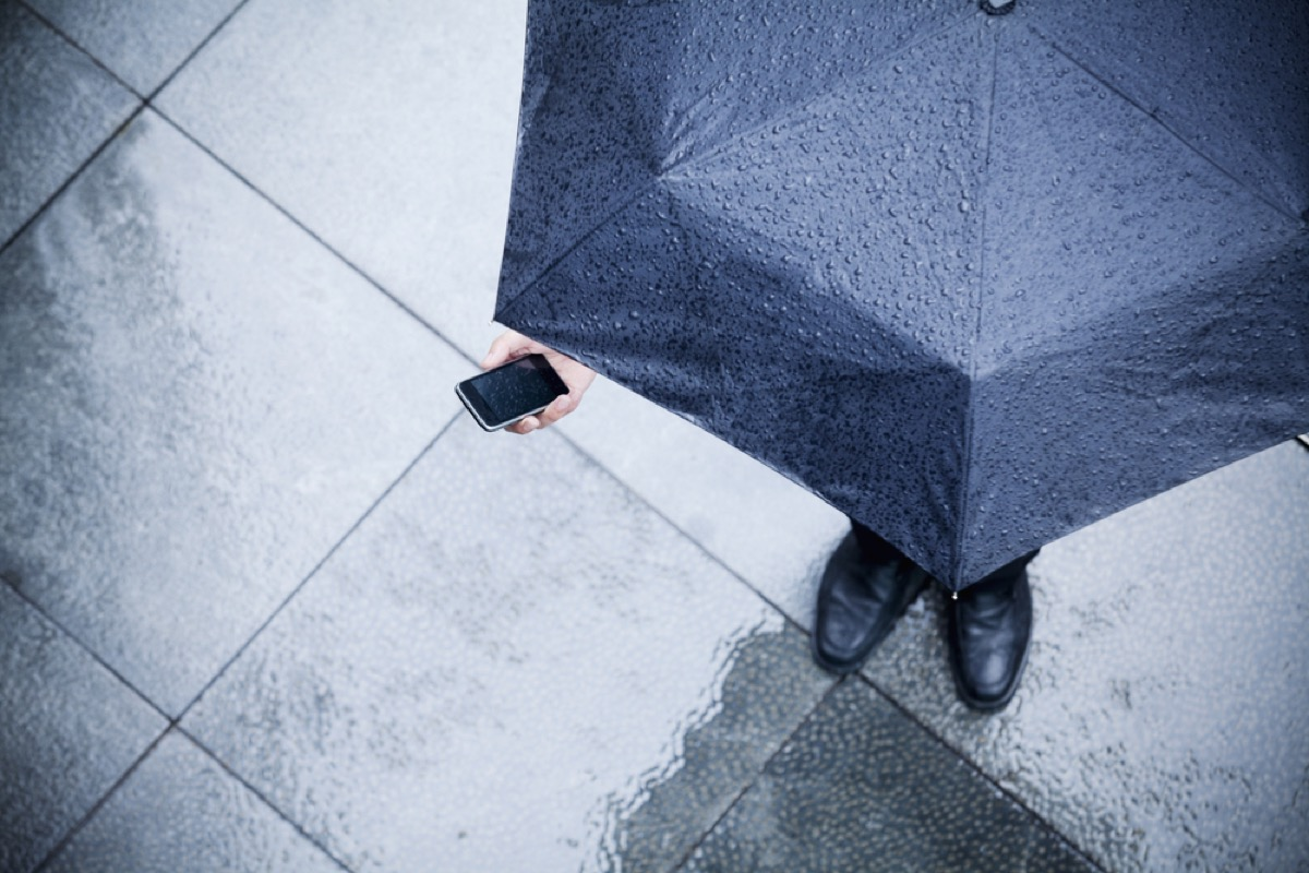 ways you're ruining your cell phone