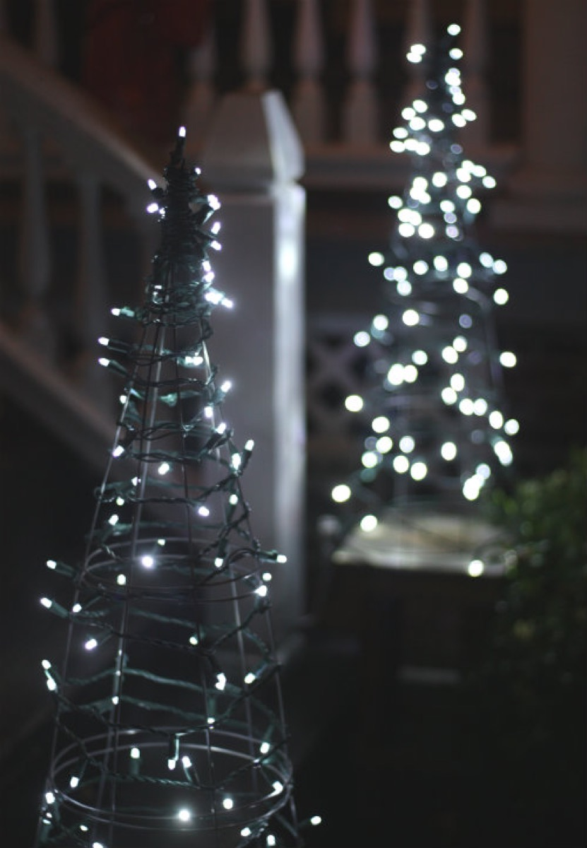 Tomato Cage Christmas Lights {Christmas Tree Alternatives}
