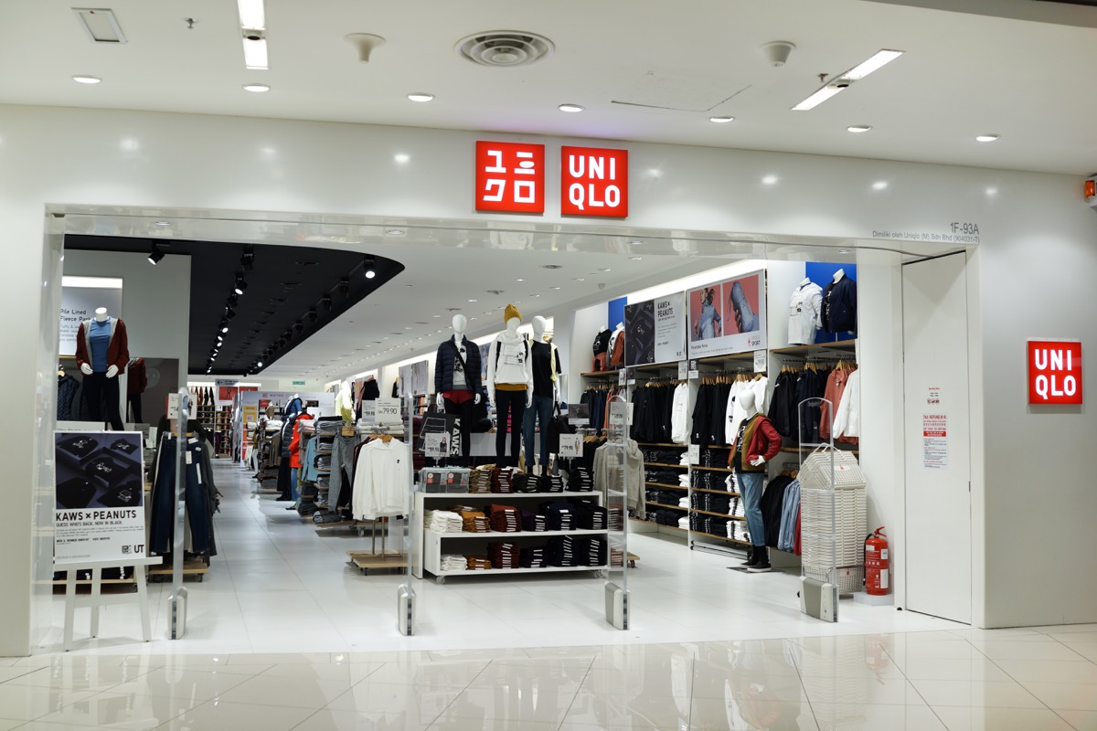 Inside a Uniqlo Store {Discount Shopping}