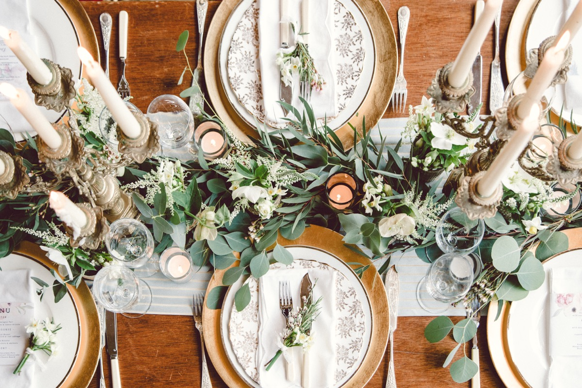 winter table running with dinner set