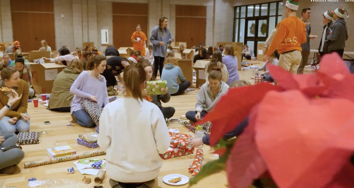 clemson presents wrapping