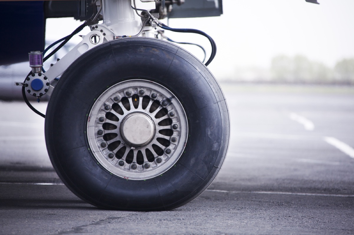airplane tire on ground, airplane facts