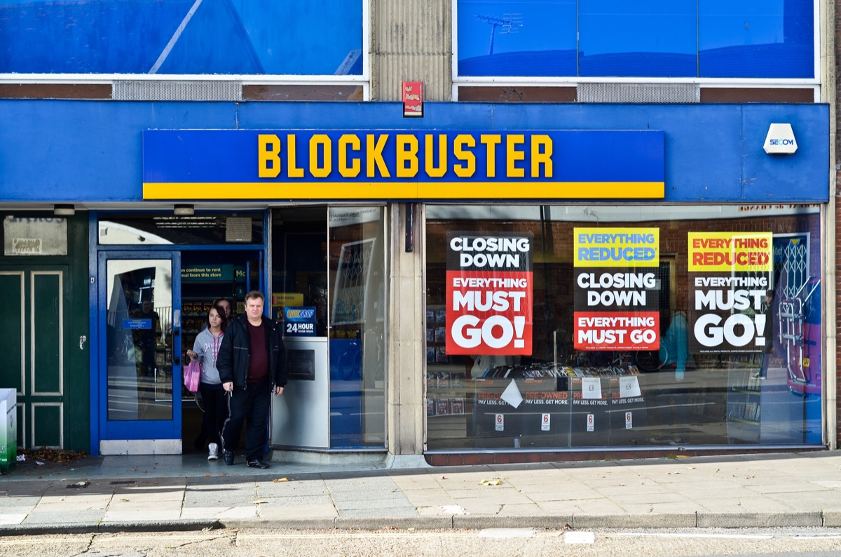 blockbuster closing down