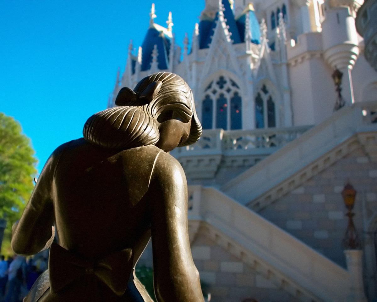 cinderella fountain at disney's fantasyland