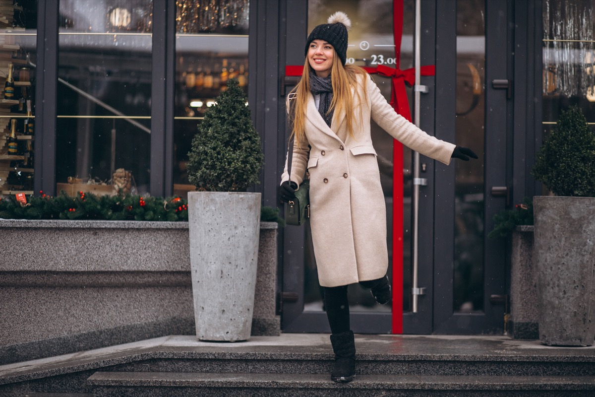 Woman wearing a cute outfit in the winter