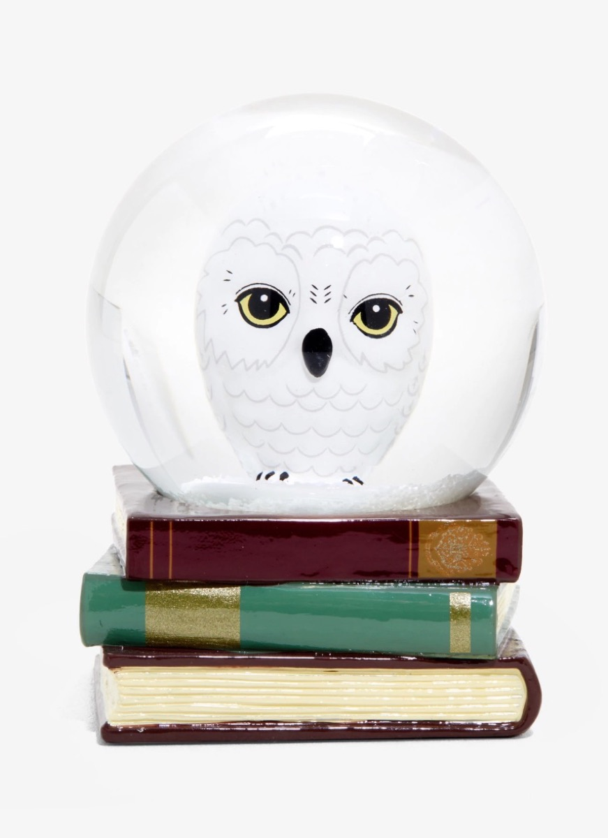 Hedwig Snow Globe {Gifts For Harry Potter Fans}