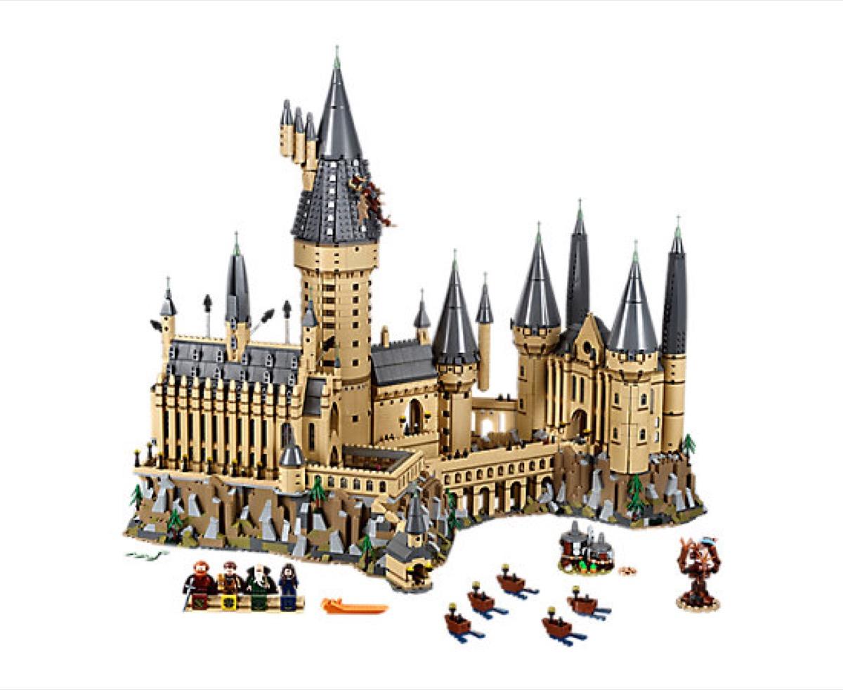 Hogwarts Lego Castle {Gifts for Harry Potter Fans}