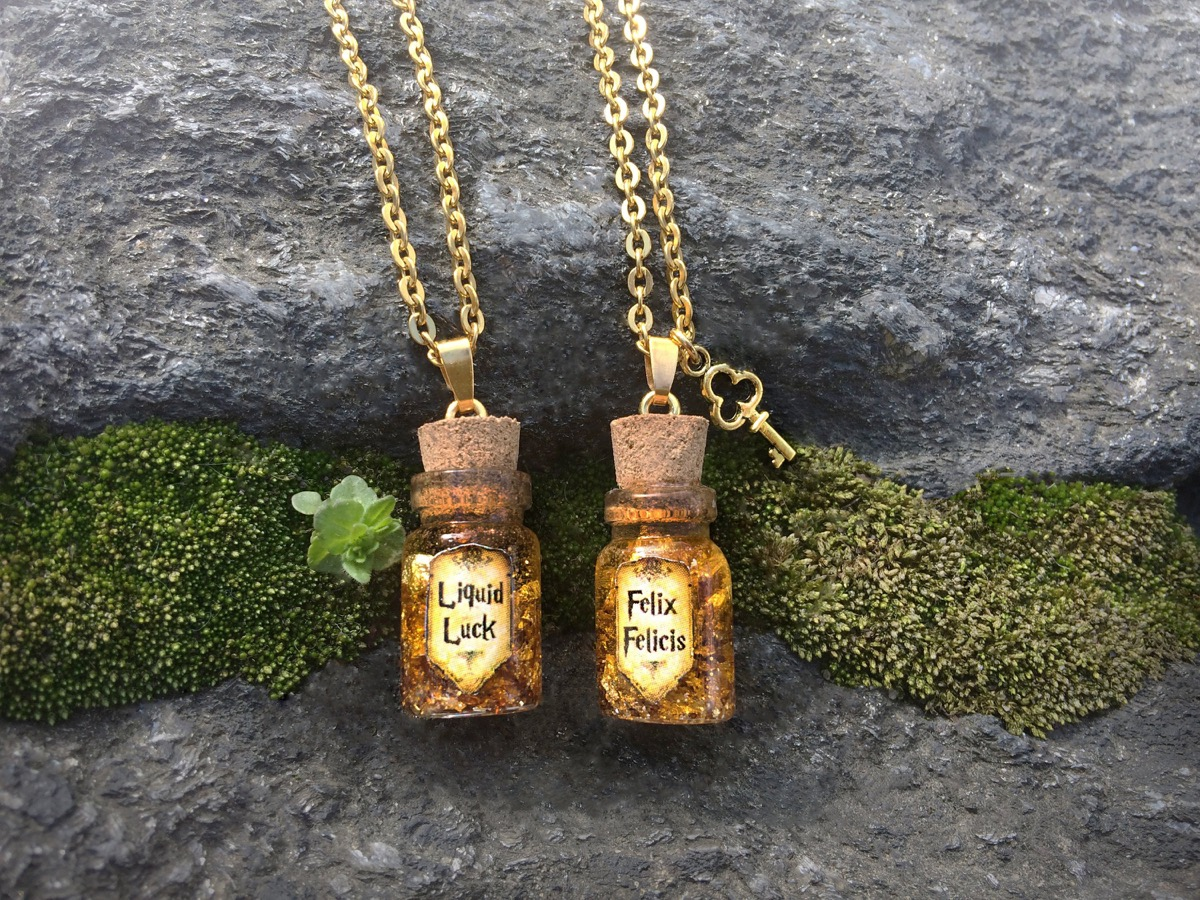 Harry Potter Liquid Luck Necklace {Gifts for Harry Potter Fans}