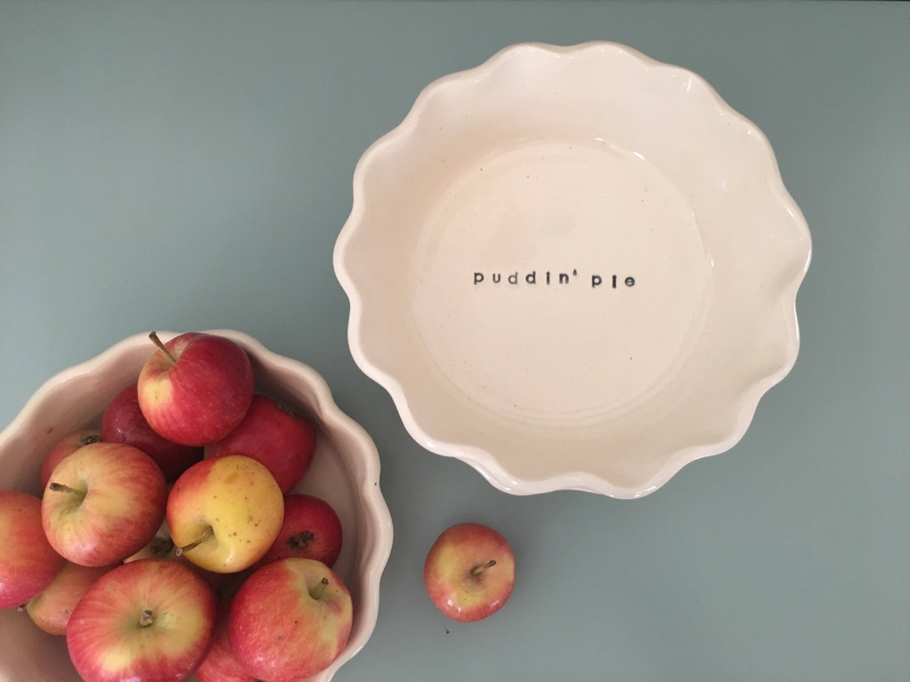 Personalized Pie Dish {Christmas Gift Ideas}