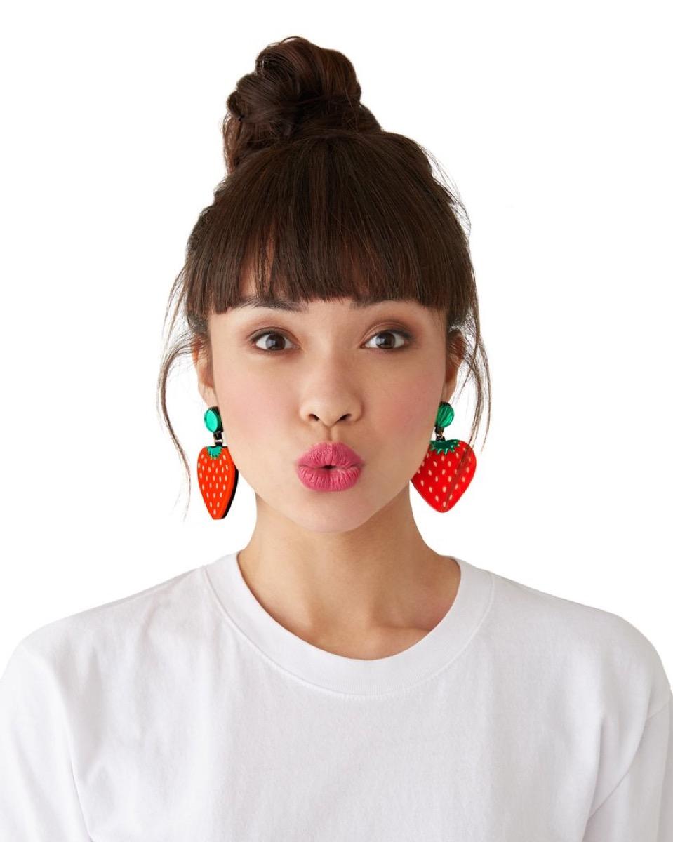 Strawberry Earrings {Best Last-Minute Gifts}