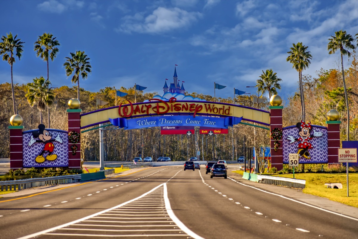 walt disney world sign in florida when you're driving in