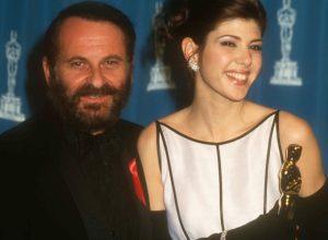 Marisa Tomei at academy awards with Joe Pesci