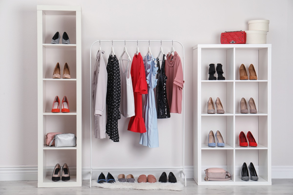 Stand alone wardrobe clothing rack