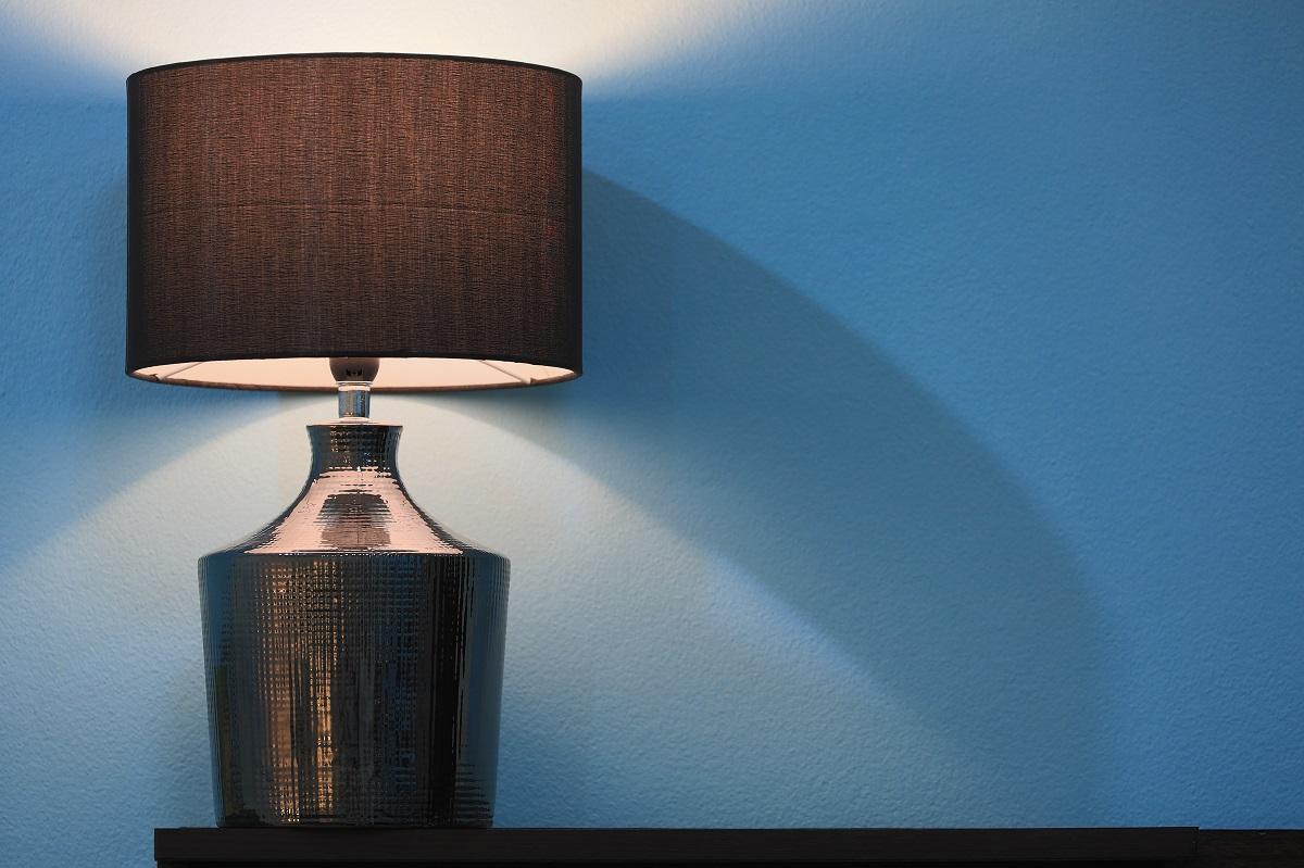 lamp on shelf home problems