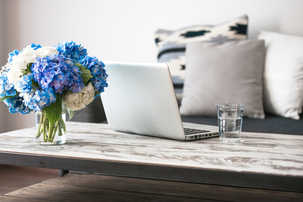 Fresh flowers in home tricks to make your home festive