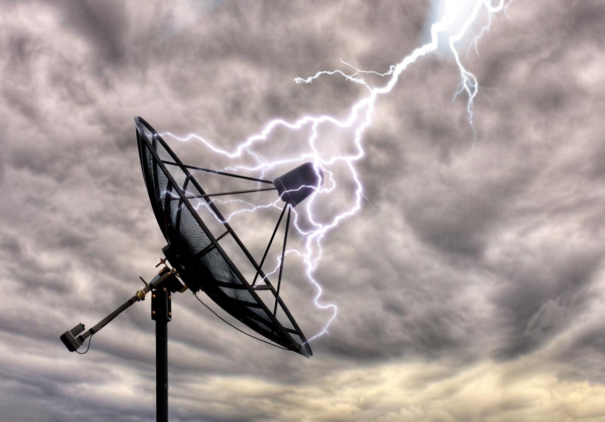 Lightning on the satellite dish - Image