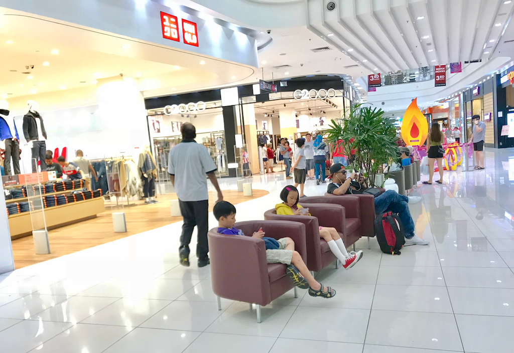 Lounge area in store Retail Store Layouts
