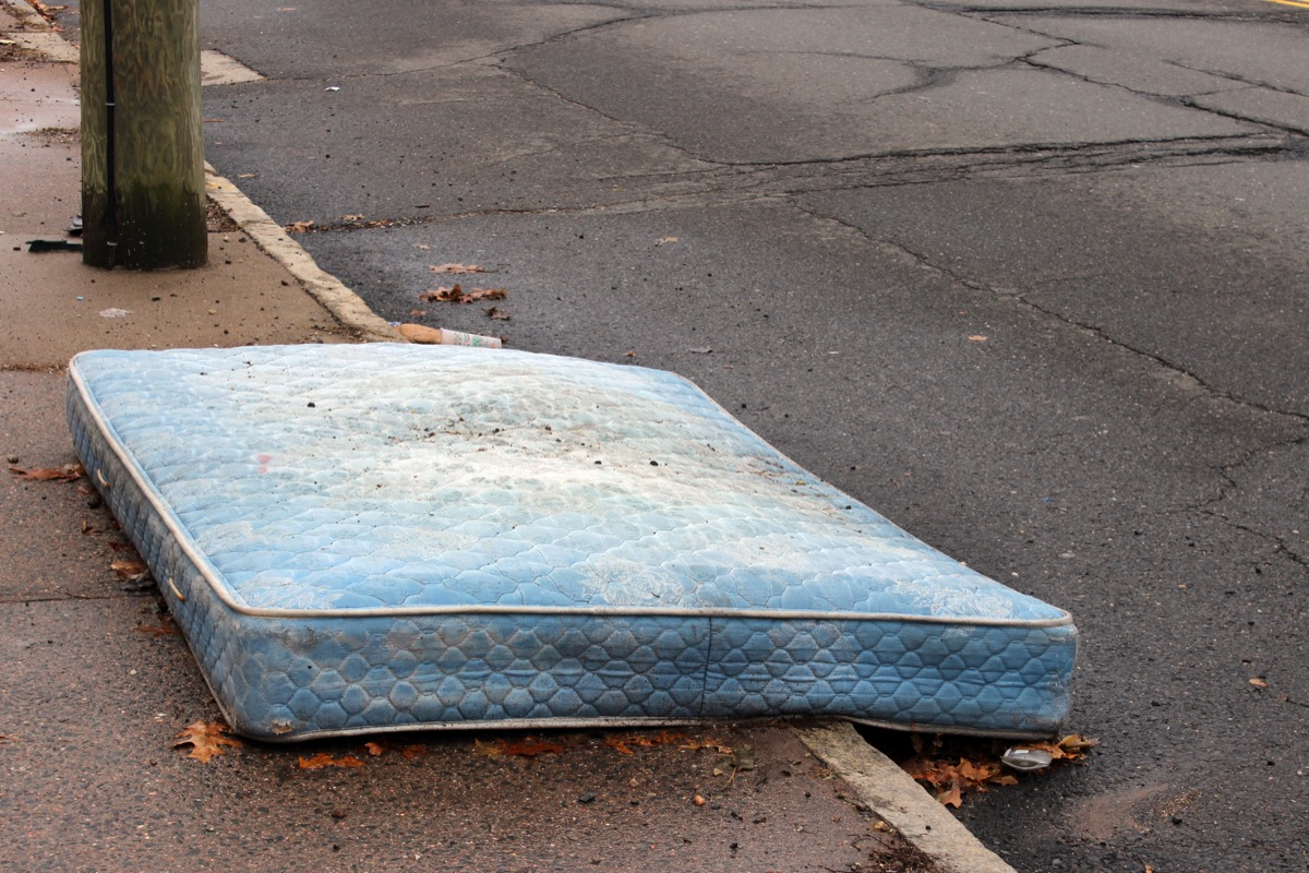 Old Mattress on the Curb {Get Rid of Old Stuff}
