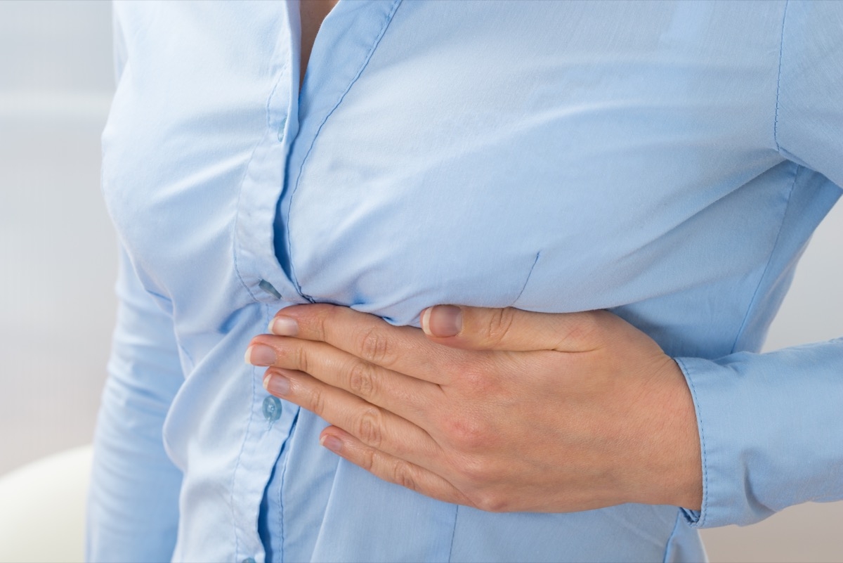 woman in blue shirt with rib pain