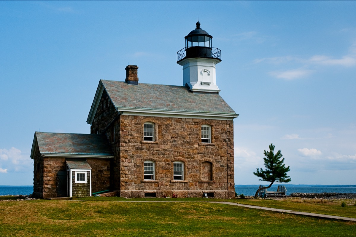 sheffield island lighthouse in connecticut