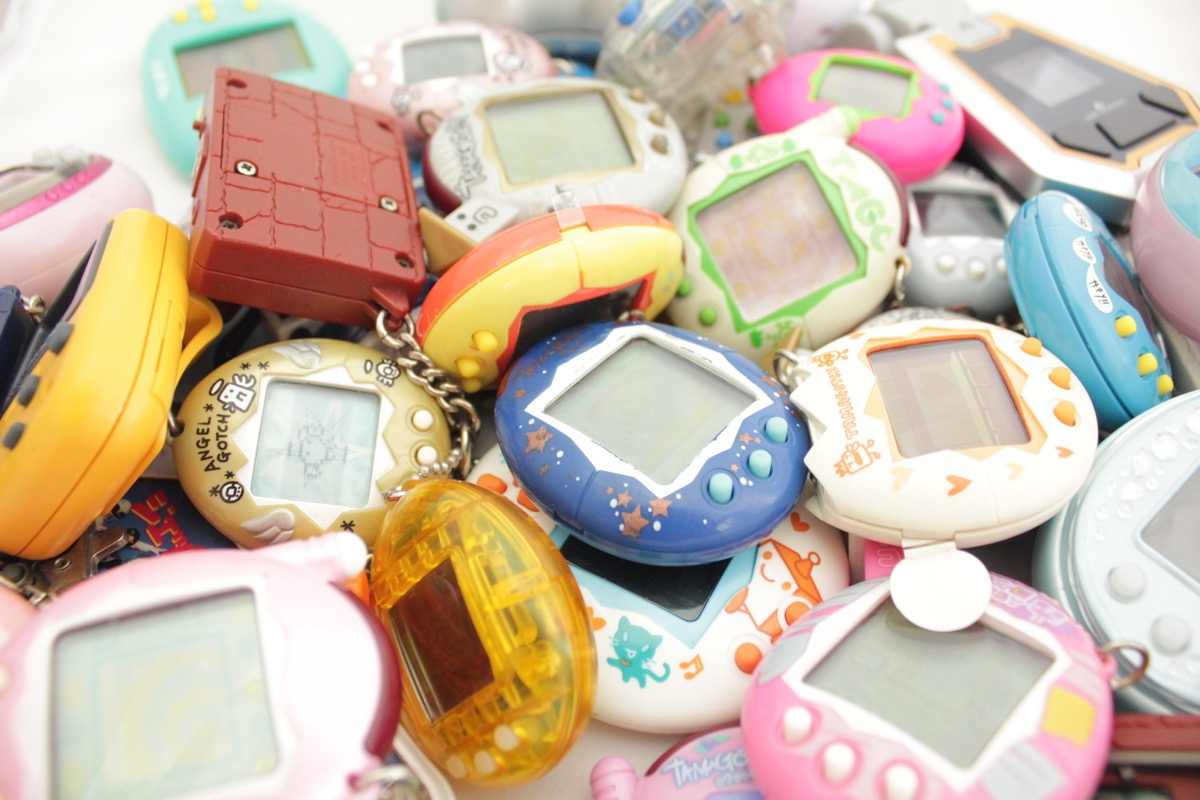 tamagotchi digital pets, things only 90s kids remember