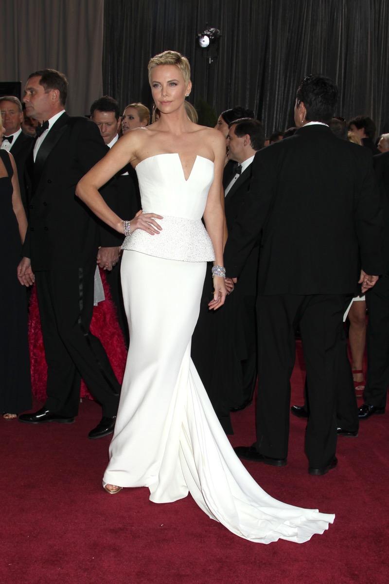 Charlize-Theron-2013-Oscars