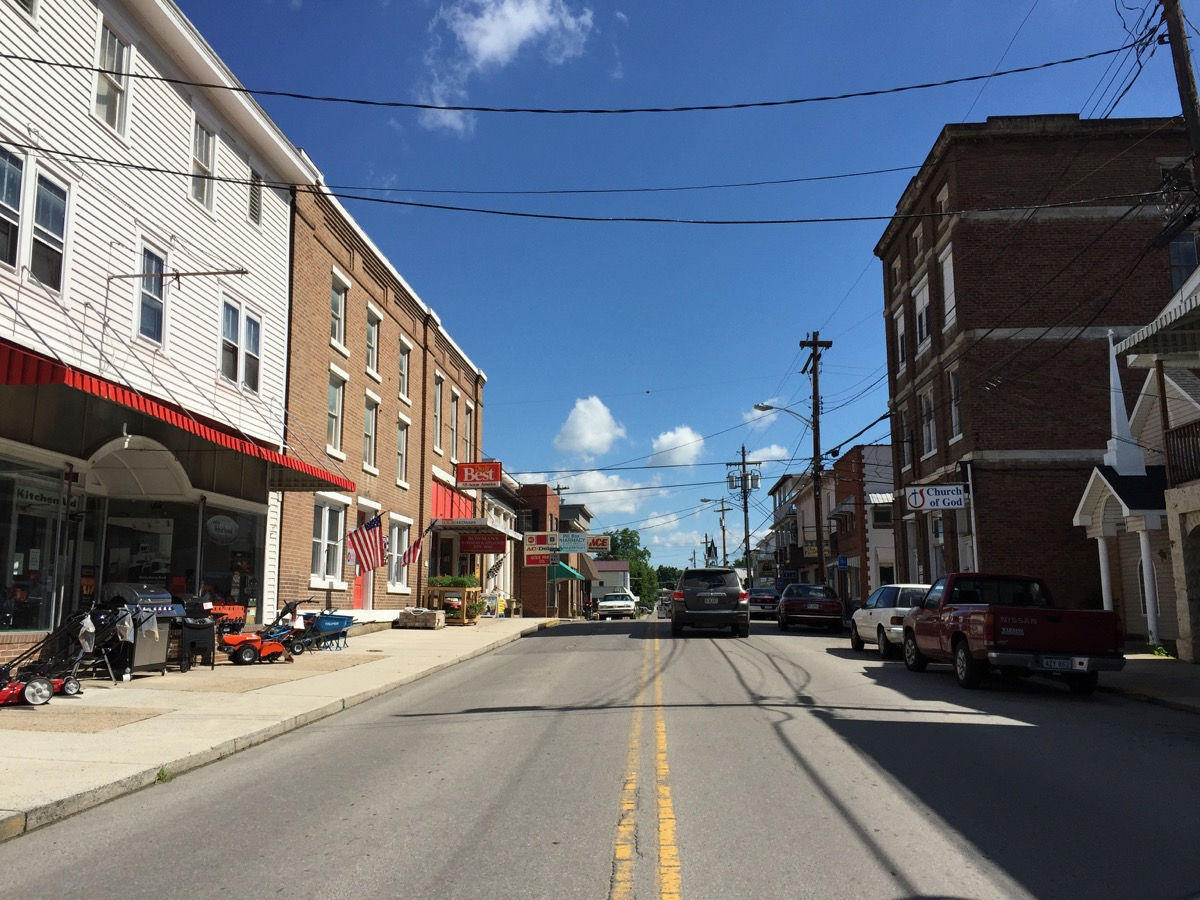 English: View north along U.S. Route 220 (Main Street) south of Spruce Street in Franklin, Pendleton County, West Virginia