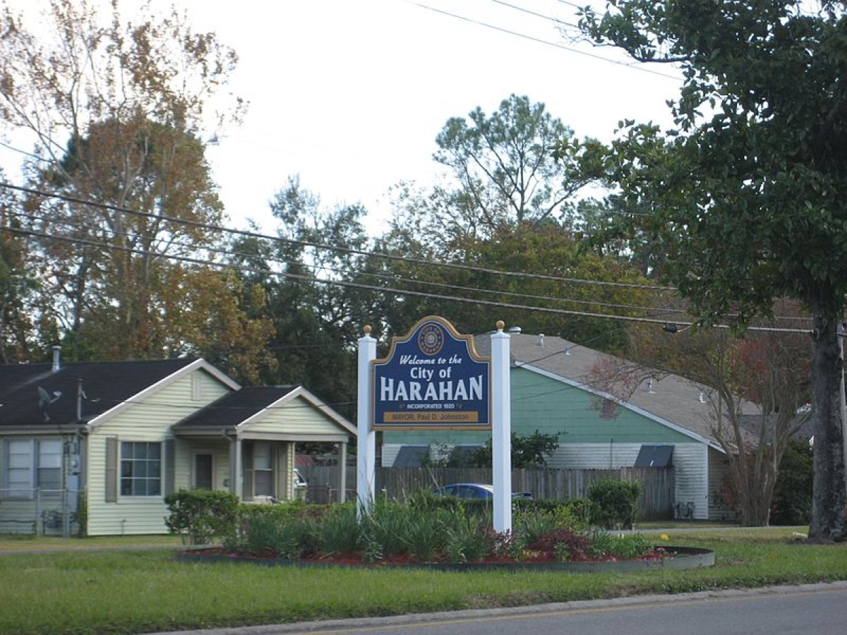 tion Harahan, Louisiana. Welcome sign on Jefferson Highway at upriver boundry with River Ridge.