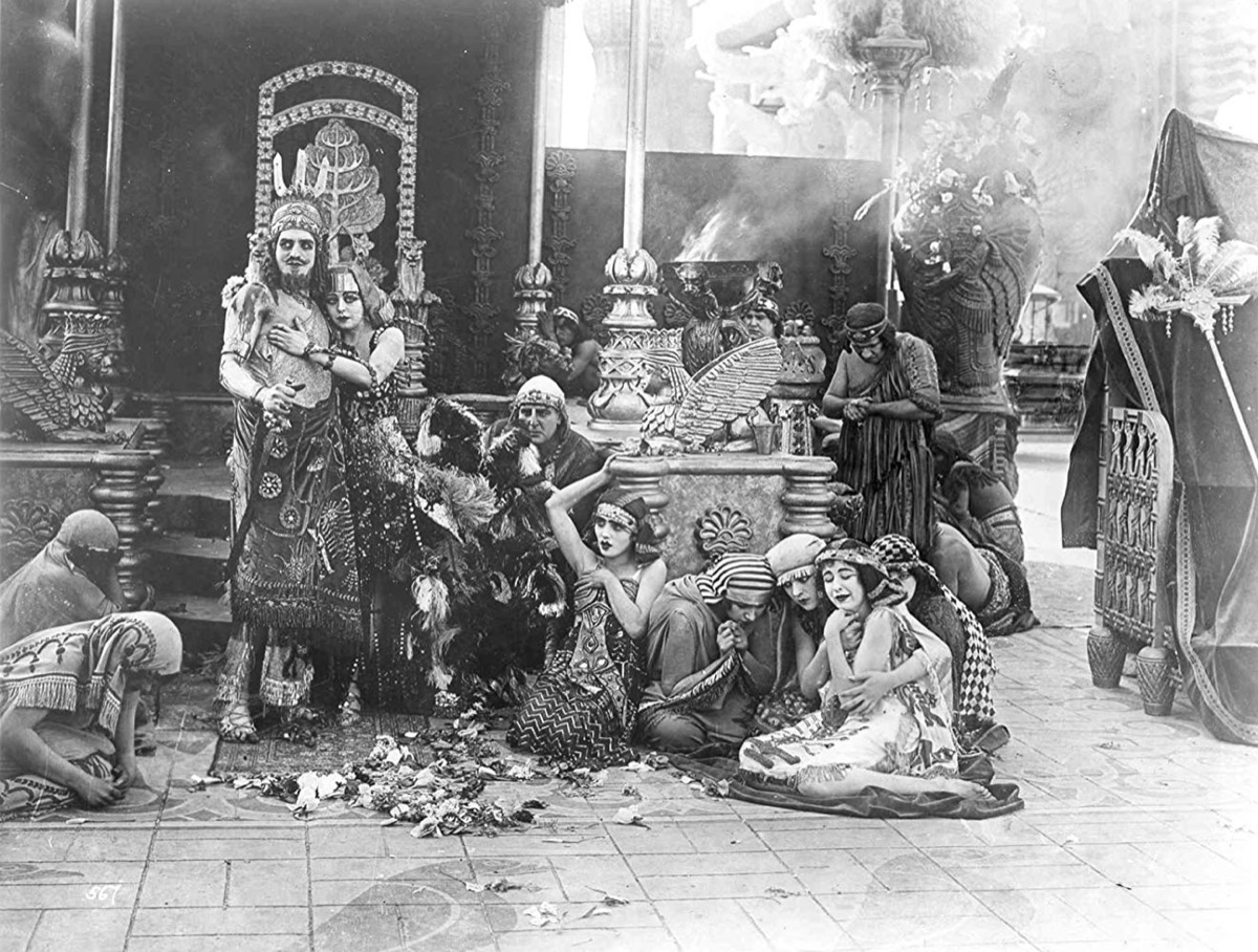 Seena Owen and Alfred Paget in Intolerance: Love's Struggle Throughout the Ages (1916)