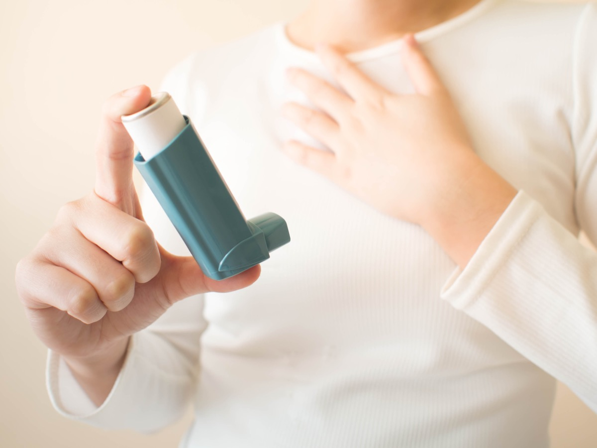 woman holding asthma inhaler, school nurse secrets