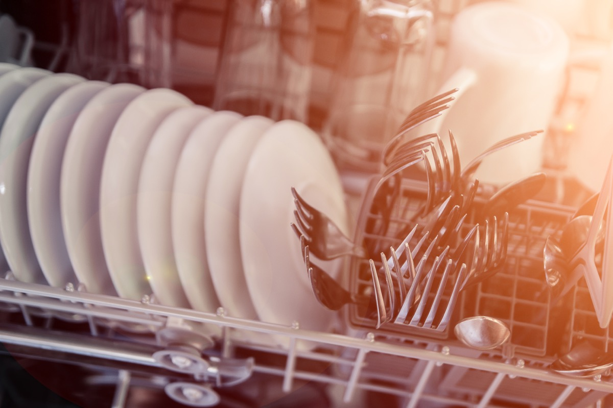 crowded dishwasher, easy home tips