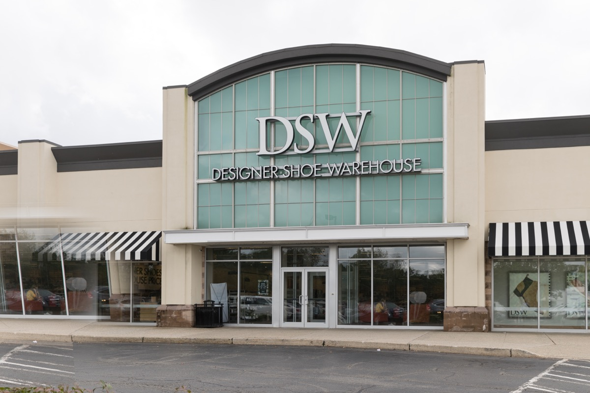 A DSW Storefront {Save Money on Shoes}