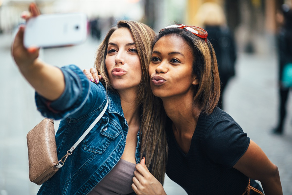 friends making a duck face while taking a selfie, smart person habits