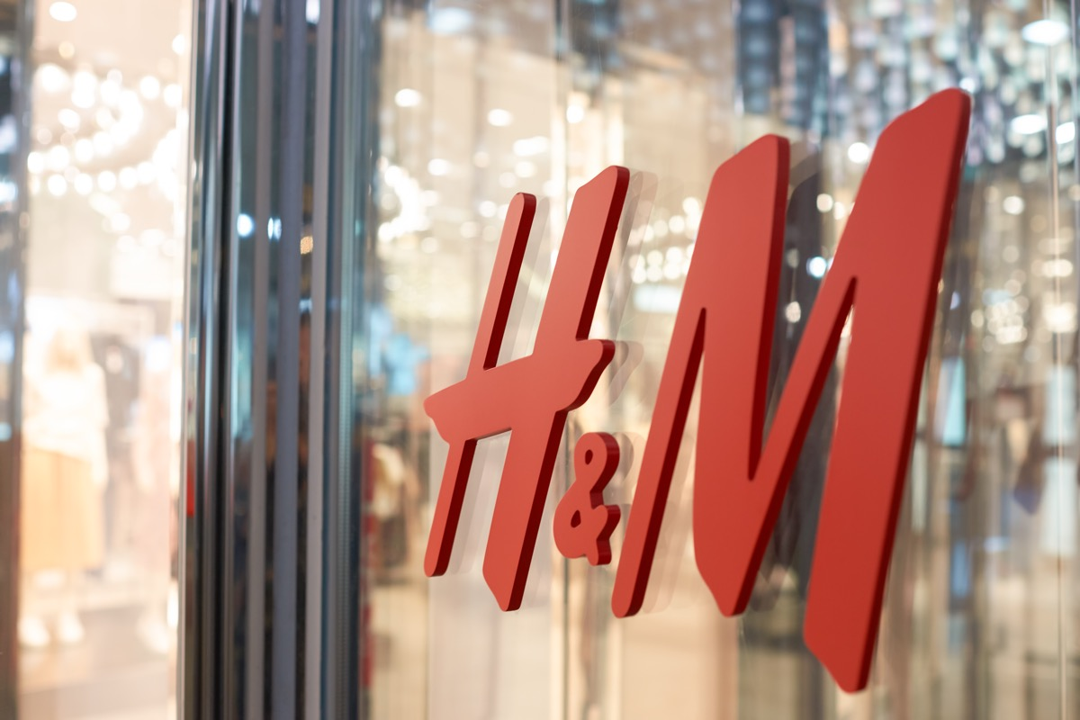 H&M Storefront {Discounts For Old Items}