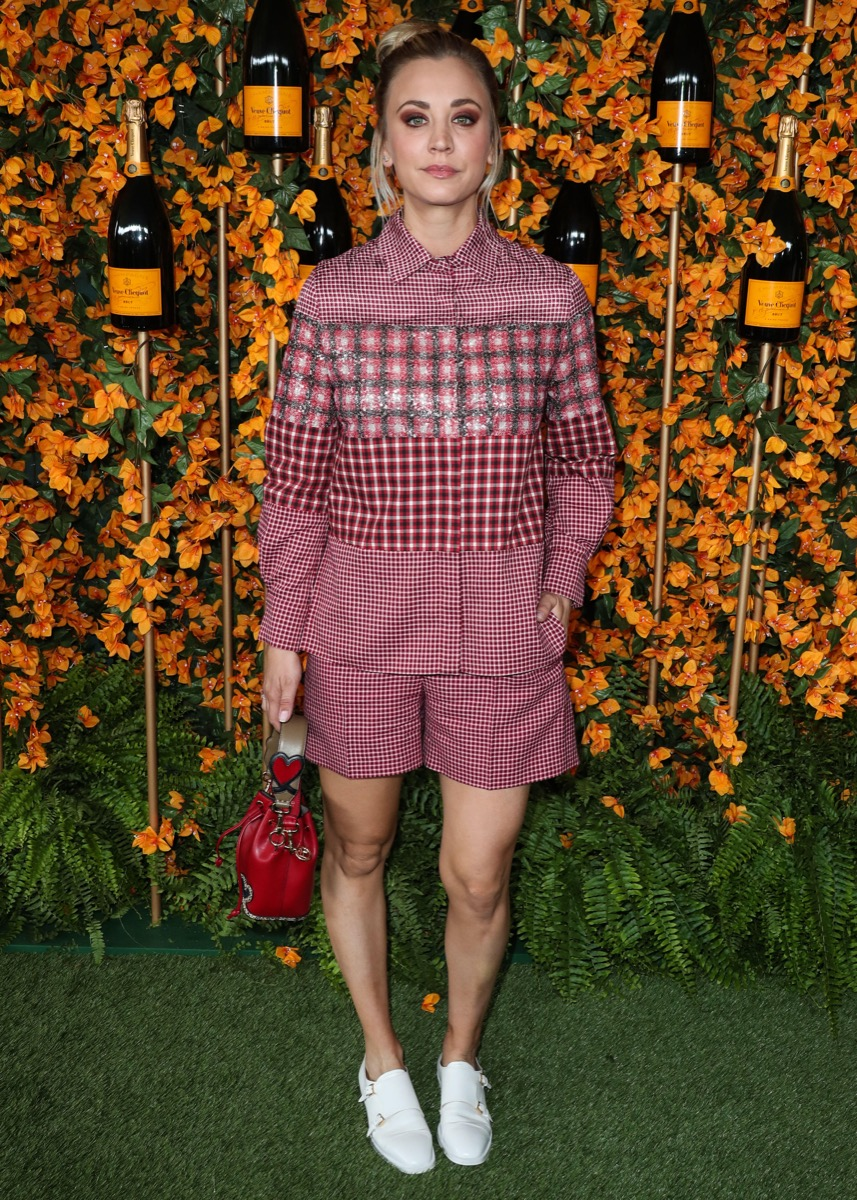 R89PJ2 PACIFIC PALISADES, LOS ANGELES, CA, USA - OCTOBER 06: Actress Kaley Cuoco wearing a Fendi outfit and Stuart Weitzman shoes while carrying a Fendi bag arrives at the 9th Annual Veuve Clicquot Polo Classic Los Angeles held at Will Rogers State Historic Park on October 6, 2018 in Pacific Palisades, Los Angeles, California, United States. (Photo by Xavier Collin/Image Press Agency)