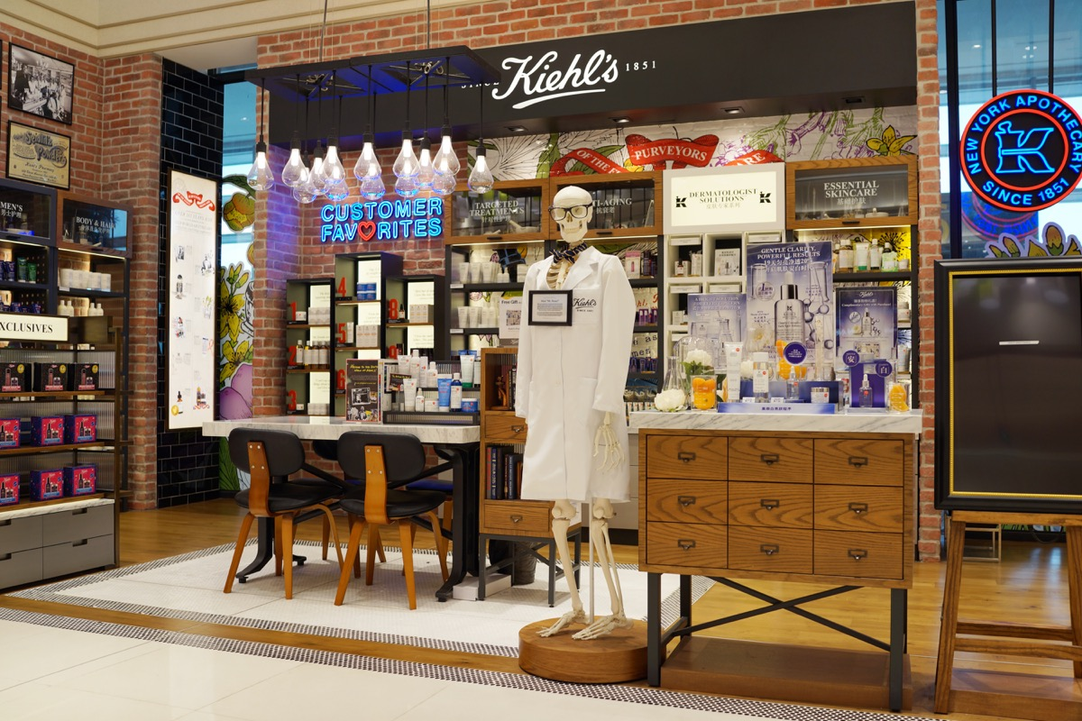 Inside of a Kiehl's Store {Discounts For Old Items}