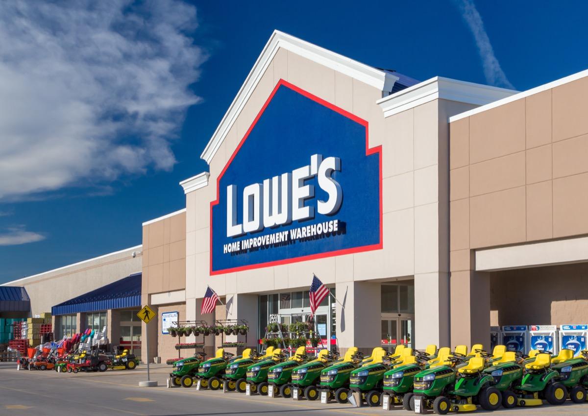 Lowe's Store {Save Money on Kitchen Appliances}
