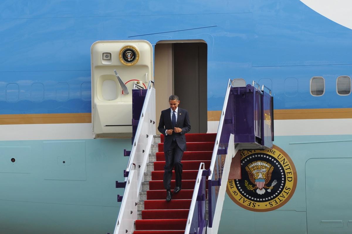 Barack Obama leaving plane