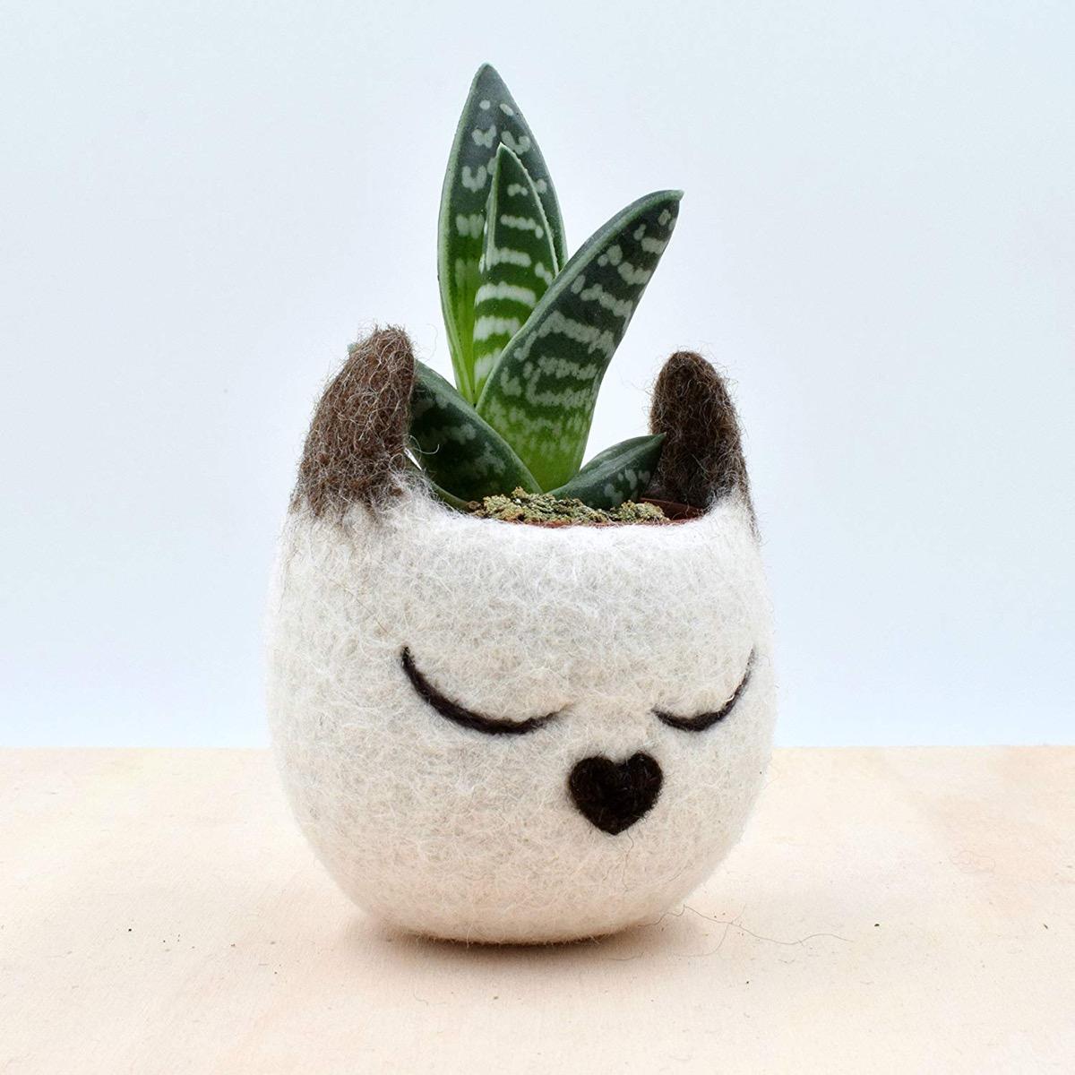 Siamese Cat Felt Planter {Handmade Items From Amazon}